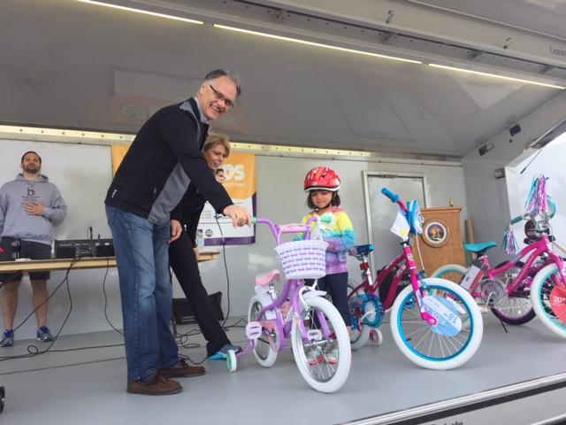 bike-helmet-giveaway-lansing