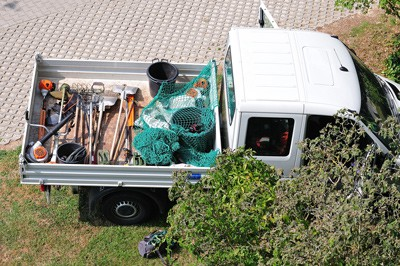 pick-up-truck-with-tools-in-bed